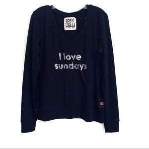 "PEACE LOVE WORLD V NECK TOP ""I LOVE SUNDAYS"""